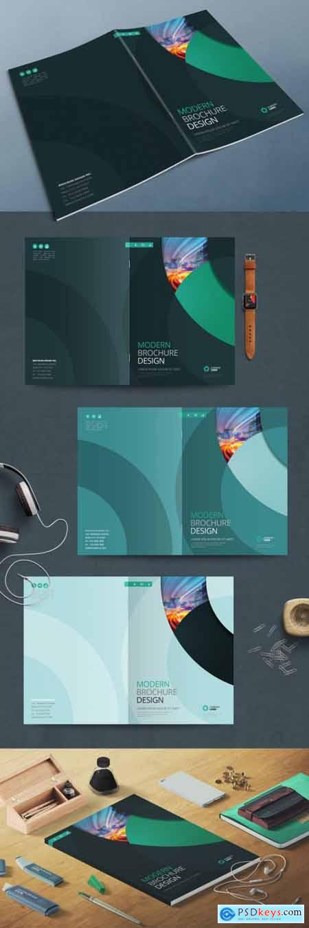 Business Report Cover Layout with Teal Circle 370642154
